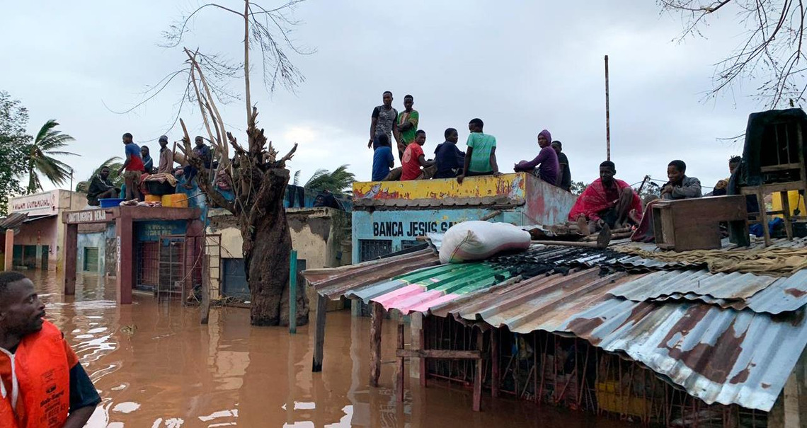 Freemasons give to victims of southern African cyclone