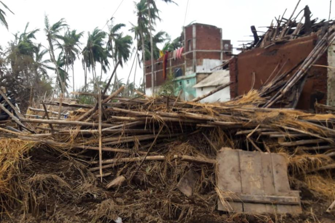 Freemasons give donation to victims of Indian cyclone