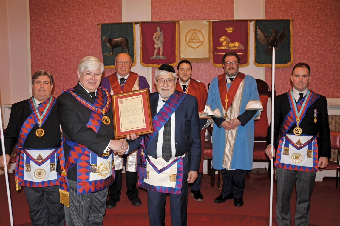 MetGInsp E Comp JOHN BURNAPP PRESENTS 50 YEAR CERTIFICATE AT THE PRINCIPALS OF GOLIATH CHAPTER No 55